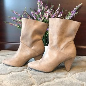 NEW Beautiful Suede Boots 👢